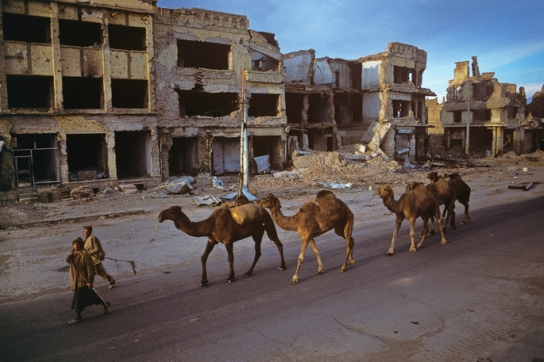 Jadi Maiwaman, Kabul's main boulevard, lined with rubble, Kabul, Afghanistan, 1995